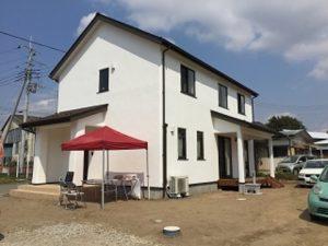 漆喰と無垢材で素材を楽しむ家