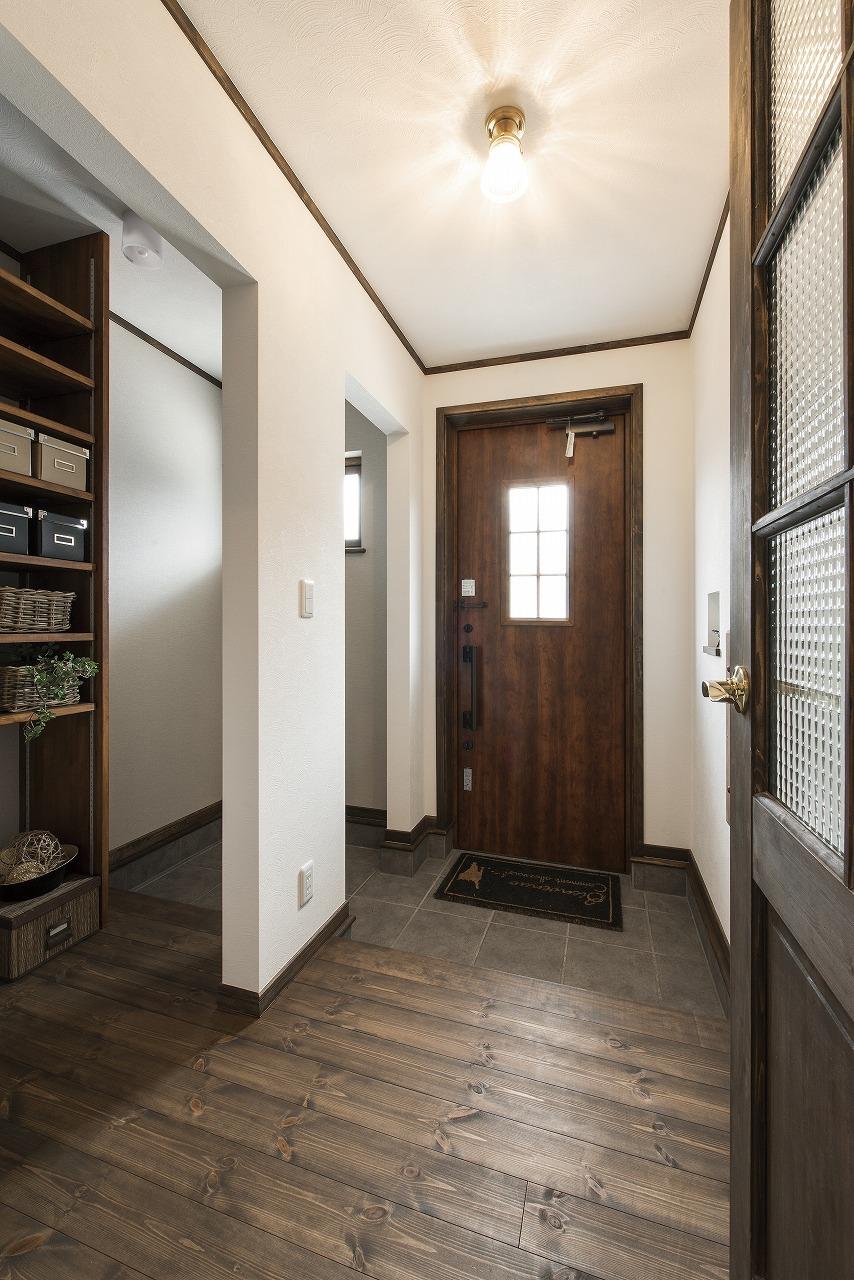 収納スペースたっぷりの玄関