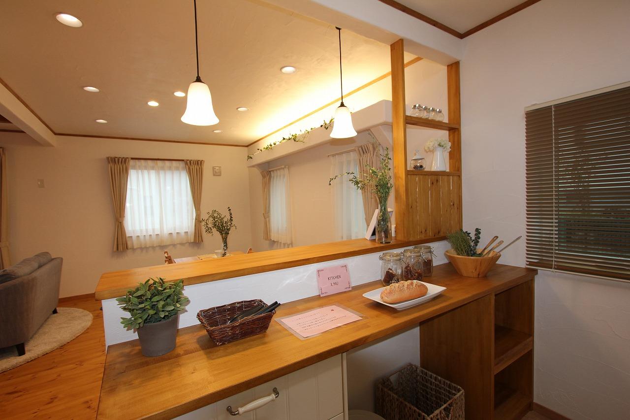 作業スペースのあるキッチンカウンター