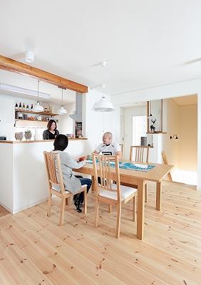 キッチンは家族と話せる対面型