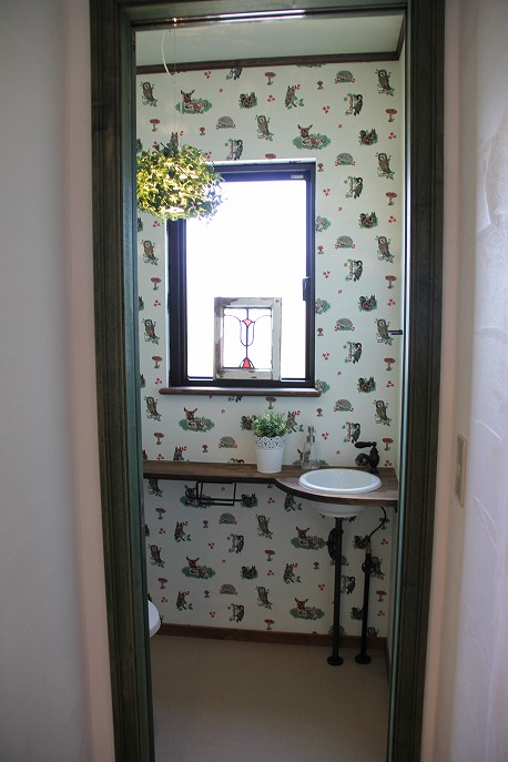 森がテーマのトイレ