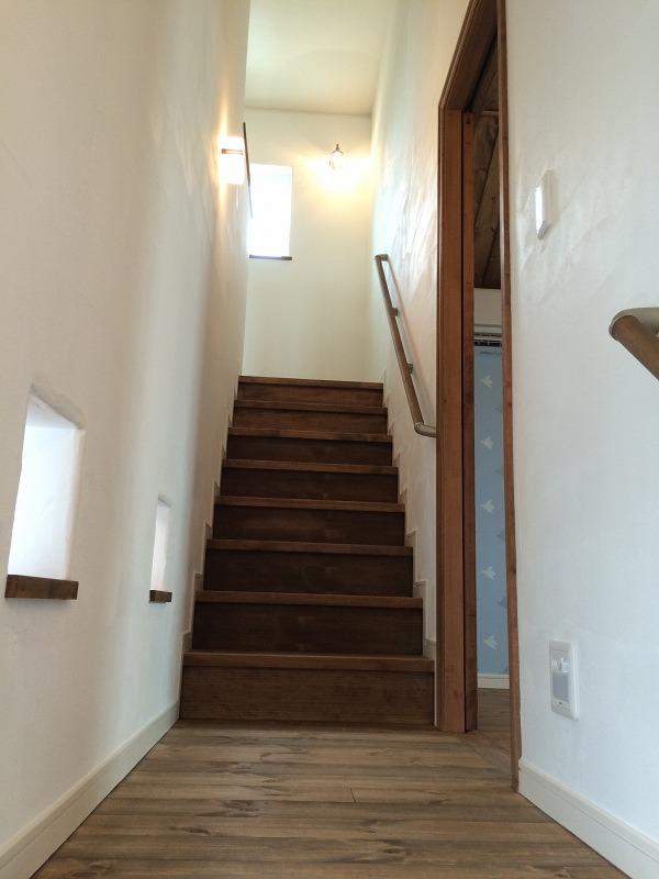 さらに上へ上がる階段の途中に…