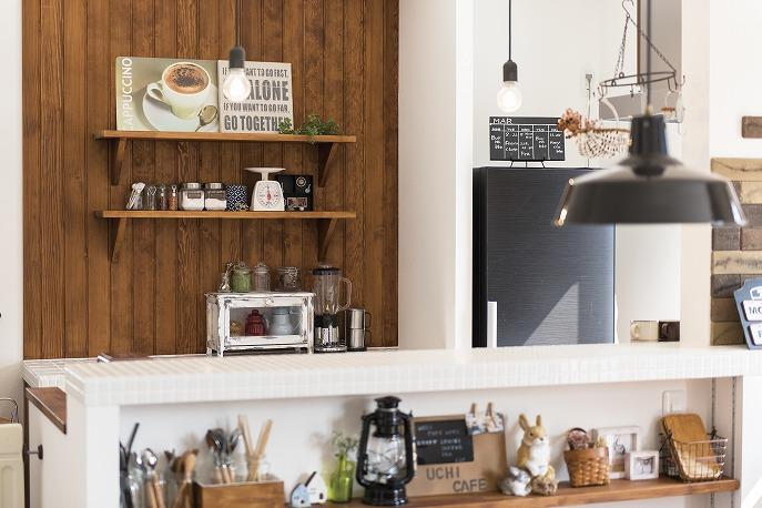 キッチンの壁は見せる収納