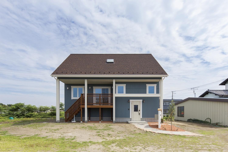 大きな屋根が特徴の家